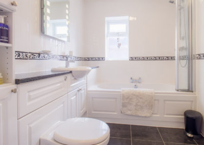 bathroom-at-tlc-bed-and-breakfast-exmouth