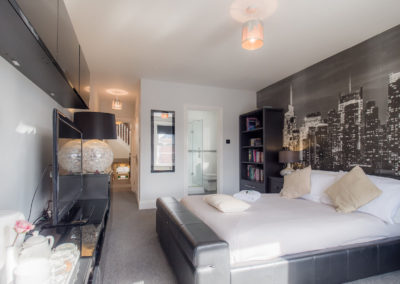 luxury-bedroom-at-tlc-bed-and-breakfast-exmouth