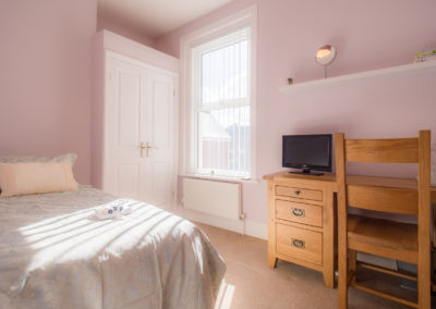 pink-bedroom-tlc-bed-and-breakgast-exmouth