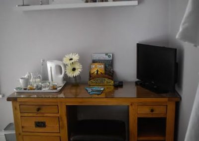 ash_bedroom_desk